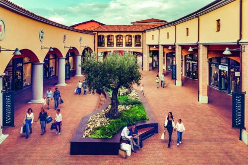 Outlet shopping: About 50 km from Pian della Bandina