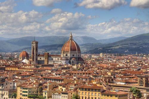 * Florenz: Etwa 135 km von Pian della Bandina