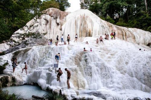 Warmwaterbronnen: Ongeveer 55 km van Pian della Bandina